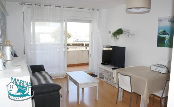 Apartment with terrace and large private garden, parking and communal pool