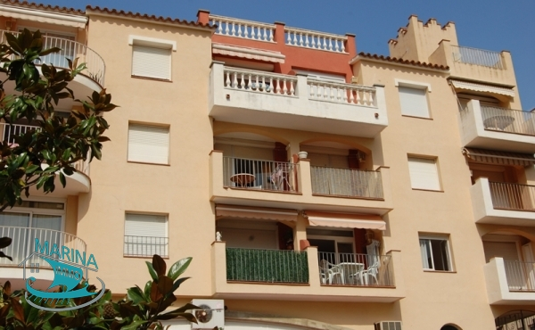 Central apartment with communal pool, 200 meters from the beach
