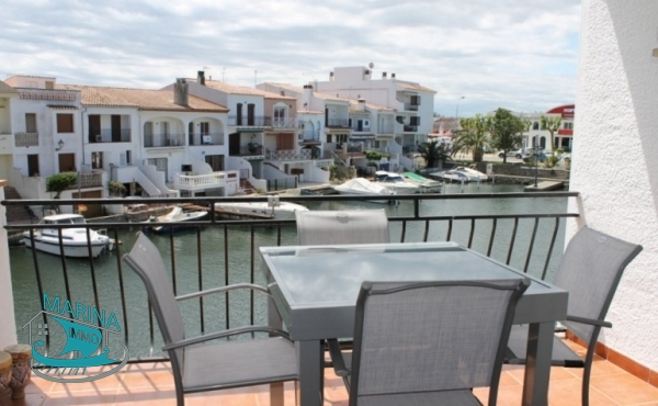 Renovated apartment with beautiful canal view