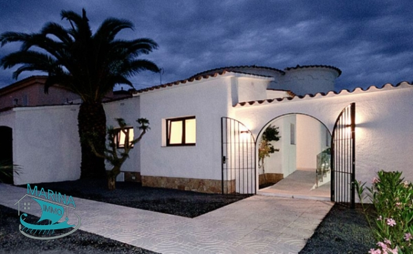 Modern villa with high quality finishes at wide canal with mooring and pool
