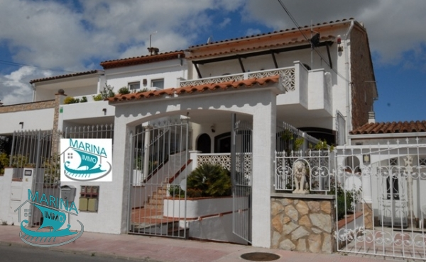 House with 2 moorings for sailboat, 200m from the beach