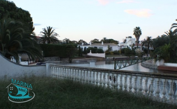 Big property on large canal with many posibilities, mooring 26m