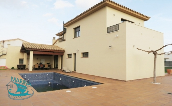 Large house close to the center and canal with 5 bedrooms