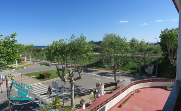 Apartment in the center of Empuriabrava, with sea view