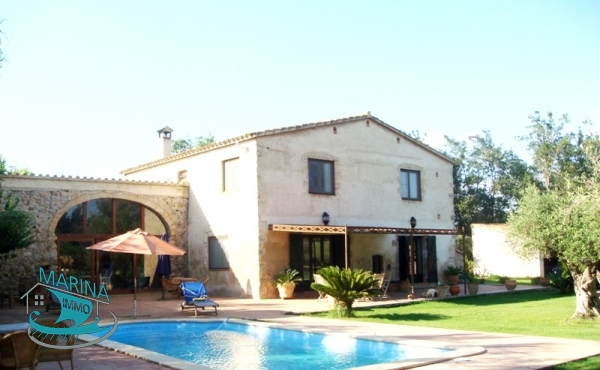 Manor house just 5 km from the sea with large land and stables for horses