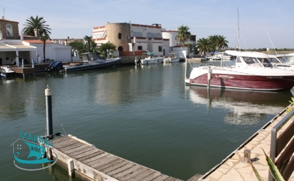 Modern House to the canal with 10.30m x 13m mooring, South orientation.