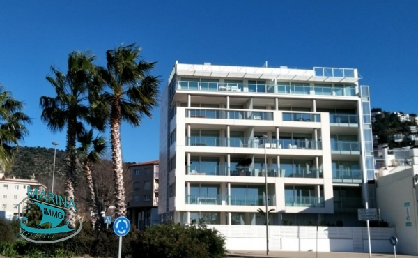 Apartment to move into, with terrace and views of the Badia de Rosas