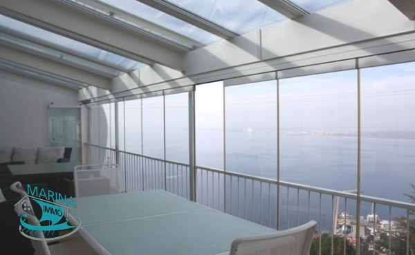House with exceptional views of the sea and harbor