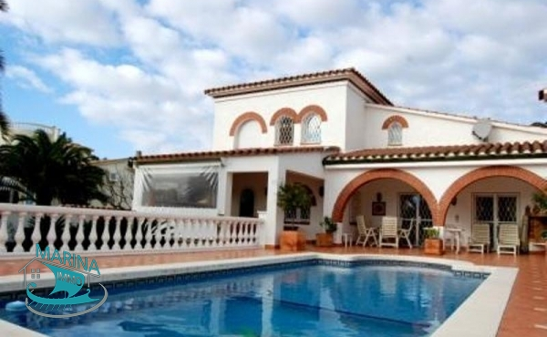 Elegant luxury villa on the canal with large pool  and boat garage