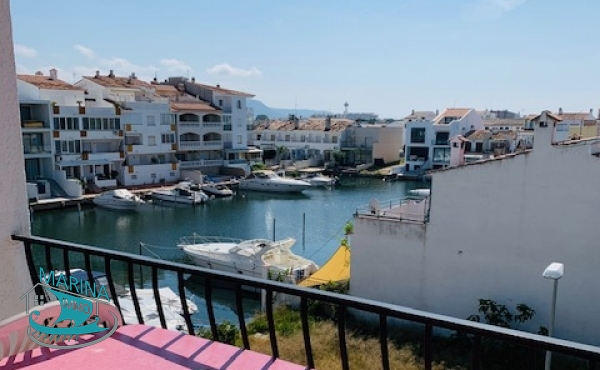 Apartment with 1 bedroom and terrace overlooking the canal