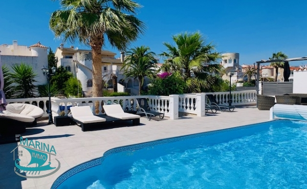 Beautiful house with swimming pool and mooring of 16m