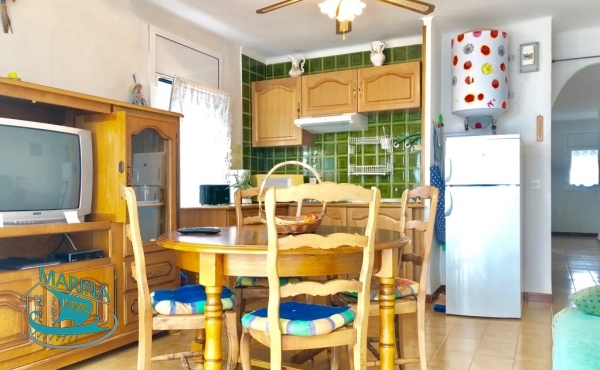 Very bright corner apartment with two bedrooms.