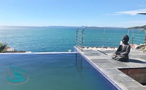 Luxury villa in Canyelles, with a splendid sea view