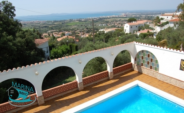 Great Villa like a castle, with great views of the Bay from Roses