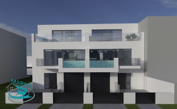 Modern style house, located before the bridges with a 17m x 4m mooring. Magnificent views of the canal and the Port.