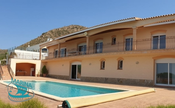 Villa with incredible views of the Empordà