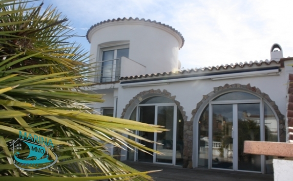 Beautiful Villa with 5 bedrooms, garage and mooring of 12.5m