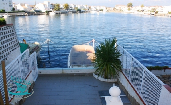Ground floor apartment completely renovated with mooring and jacuzzi